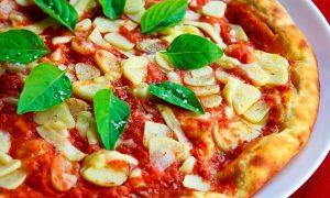 Pizza marinara: ajo, tomate, orégano
